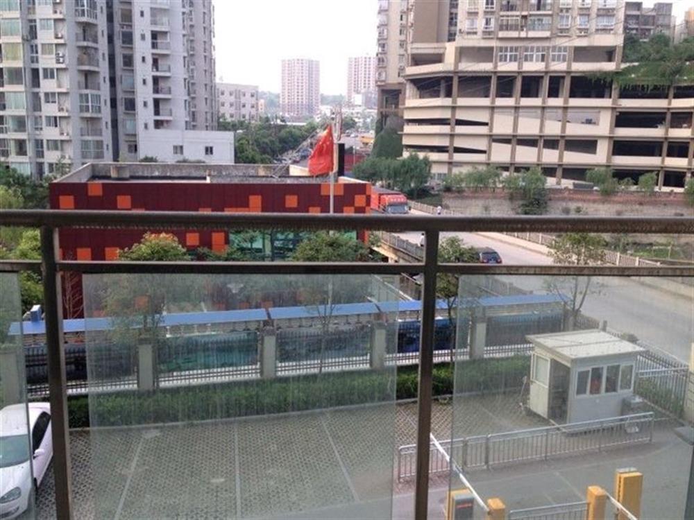 香堤花径-阳台